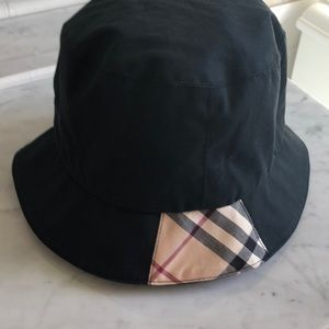 Authentic Burberry bucket rain hat - Women's Med.